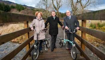 Minister announces funding for new cycle path